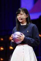 新体操のボール、フラフープ、リボンなどを披露した柴田柚菜(しばた・ゆな)