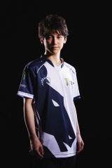 竹内ジョン/1998年3月21日生まれ。弱冠19歳で、名門Team Liquidへの入団を果たした若き天才プレイヤー