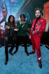 映画『スパイダーマン:スパイダーバース』(2019年3月8日公開)ワールドプレミアに参加した(左から)スワエ・リー(主題歌)、シャメイク・ムーア(声優=マイルス・モラレス役)、ポスト・マローン(主題歌)