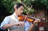 映画『この道』でバイオリンに初挑戦したAKIRA (C)2019映画「この道」製作委員会