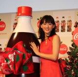 日本コカ・コーラ『2018年「コカ・コーラ」リボンボトルPRイベント』に登壇した綾瀬はるか (C)oricon ME inc.