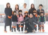『Sea Side アイススケートリンク』オープニングイベントに出席した安藤美姫(中央) (C)ORICON NewS inc.