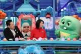 8日放送の『芸能人が本気で考えた!ドッキリGP』 に出演する(左から)東野幸治、小池栄子、ガチャピン(C)フジテレビ