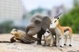 今年5月に発売された新作『シャクレルプラネット4』(タカラトミーアーツ)のシャクレ動物たち。シリーズを重ねるごとにシャクレ具合も進化しているという。
