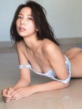 1st写真集『Seika』を発売する池岡星香