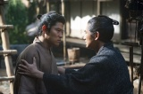 大河ドラマ『西郷どん』第17回より。月照とともに日向送りになった吉之助に「死ぬことはなか!」と迫る正助(C)NHK