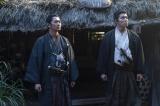 大河ドラマ『西郷どん』第30回より=岩倉具視を訪ねてきた吉之助と一蔵(C)NHK