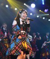 現役唯一の1期生・峯岸みなみ=AKB48劇場13周年特別記念公演 前半の部(C)AKS