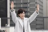 『SUITS/スーツ』のクランクアップを迎えた鈴木保奈美(C)フジテレビ