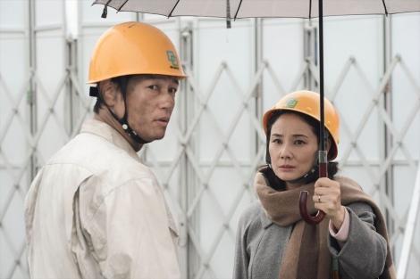 カンテレ開局60周年特別ドラマ『BRIDGE はじまりは1995.1.17神戸』(2019年1月15日放送)吉田羊が過酷な工事現場で戦う夫を支える妻を演じる(C)カンテレ