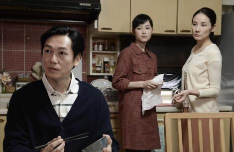 カンテレ開局60周年特別ドラマ『BRIDGE はじまりは1995.1.17神戸』(2019年1月15日放送)井浦新と吉田羊が演じる夫婦の娘役で頭愛海が出演(C)カンテレ