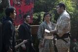 大河ドラマ『西郷どん』第47回より。従道からの手紙の内容を伝える隆盛(C)NHK