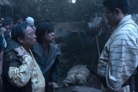 大河ドラマ『西郷どん』第47回より。菊次郎(今井悠貴)に別れを告げる隆盛(C)NHK