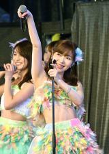 ファンをあおる指原莉乃=『HKT48コンサート〜今こそ団結!ガンガン行くぜ8年目!〜』 (C)ORICON NewS inc.