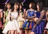 ソロデビュー曲「それでも好きだよ」を田島芽瑠&HKT48メンバーと歌った指原莉乃=『第8回AKB48紅白対抗歌合戦』より(C)ORICON NewS inc.
