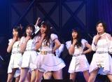 M6:NMB48「僕だって泣いちゃうよ」=『第8回AKB48紅白対抗歌合戦』より(C)ORICON NewS inc.