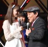 指原莉乃とのキスを「止めろよ」と注意する上島竜兵=『第8回AKB48紅白対抗歌合戦』より(C)ORICON NewS inc.