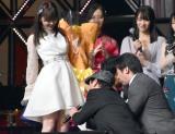 指原莉乃を拝むダチョウ倶楽部=『第8回AKB48紅白対抗歌合戦』より(C)ORICON NewS inc.