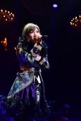 M16「プライオリティー」岡田奈々=『第8回AKB48紅白対抗歌合戦』より(C)AKS