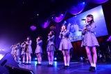 M18「47の素敵な街へ」チーム8×長久玲奈(ギター)=『第8回AKB48紅白対抗歌合戦』より(C)AKS