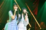 M26「僕らのユリイカ」(左から)白間美瑠、田中美久=『第8回AKB48紅白対抗歌合戦』より(C)AKS