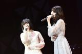 M27「夜風の仕業」(左から)矢作萌夏、柏木由紀=『第8回AKB48紅白対抗歌合戦』より(C)AKS