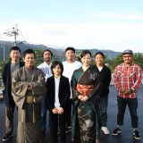大河ドラマ『西郷どん』奄美大島で開催された最終回のパブリックビューイングに参加した(前列左から)前山真吾、城桧吏、里アンナ、後列は「L.S.W.F」の皆さん(C)NHK