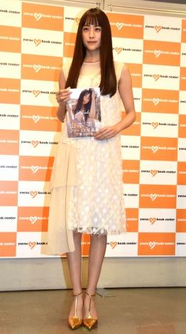 1st写真集『Mizuki』(宝島社)発売記念握手会を開催した山本美月 (C)ORICON NewS inc.