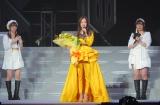 卒業コンサートで花束を受け取り感謝を述べるモーニング娘。'18の飯窪春菜