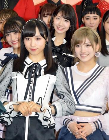 『第60回日本レコード大賞』の記者会見に出席したAKB48(前列左から)小栗有以、岡田奈々、(後列左から)向井地美音、柏木由紀 (C)ORICON NewS inc.