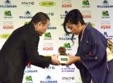 『第43回 報知映画賞』で助演女優賞を受賞した樹木希林さんの代理・内田也哉子 (C)ORICON NewS inc.