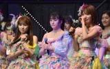 IZ*ONE専任となった矢吹奈子(左)と宮脇咲良(右)がHKT48ファンにあいさつ (C)ORICON NewS inc.