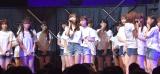 卒業を発表する指原莉乃とぼう然とするメンバー=『HKT48コンサート〜今こそ団結!ガンガン行くぜ8年目!〜』 (C)ORICON NewS inc.