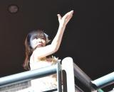 スタンド席から投げキッスを送る指原莉乃=『HKT48コンサート〜今こそ団結!ガンガン行くぜ8年目!〜』 (C)ORICON NewS inc.