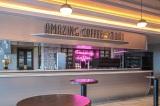 店内にはEXILE TETSUYAがトータルプロデュースを手がけるAMAZING COFFEEの5号店も