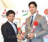 『2018年 第51回内閣総理大臣杯 日本プロスポーツ大賞』の大賞を受賞した(左から)東克樹、大谷翔平 (C)ORICON NewS inc.