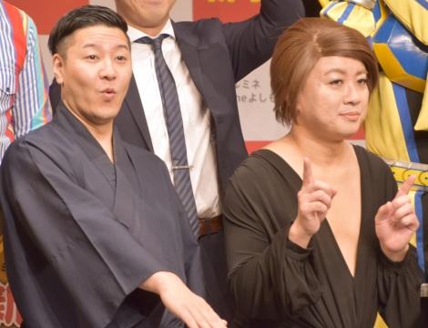 月周回計画への同行をたくらんだチョコレートプラネット(左から)長田庄平、松尾駿=『2019ルミネtheよしもと新春キャンペーン』発表会 (C)ORICON