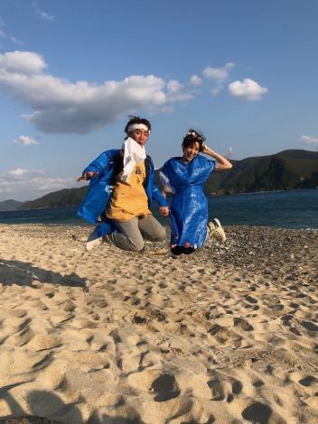 無人島で0円結婚式を挙げたよゐこの濱口優&南明奈(C)テレビ朝日
