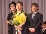 『第31回日刊スポーツ映画大賞』授賞式に出席した(左から)リリー・フランキー、是枝裕和監督、岸善幸監督 (C)ORICON NewS inc.