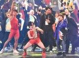 『第69回NHK紅白歌合戦』のリハーサルに参加した武田真治(中央)、天童よしみ(右) (C)ORICON NewS inc.