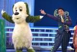 『第69回NHK紅白歌合戦』で行われる「夢のキッズショー」のリハーサルに参加した(左から)ワンワン、ムロツヨシ (C)ORICON NewS inc.