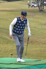 ゴルフ対決中の石橋貴明=『夢対決2019 とんねるずのスポーツ王は俺だ!! 5時間スペシャル』1月2日、テレビ朝日系で放送(C)テレビ朝日