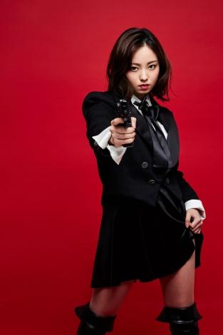 『熱海殺人事件』で婦人警官・水野朋子を演じる今泉佑唯
