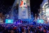 新年を迎えた同タイミングでは青い花吹雪が会場全体を覆い幻想的な空間に