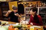 『ワカコ酒4』に本人役で出演する吉田類(左)(C)2019「ワカコ酒4」制作委員会