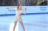 スケーティングを披露する浅田真央=『MIDTOWN ICE RINK in Roppongi』オープニングセレモニー (C)ORICON NewS inc.