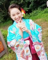 着物姿で笑う平祐奈(平祐奈のオフィシャルブログより)