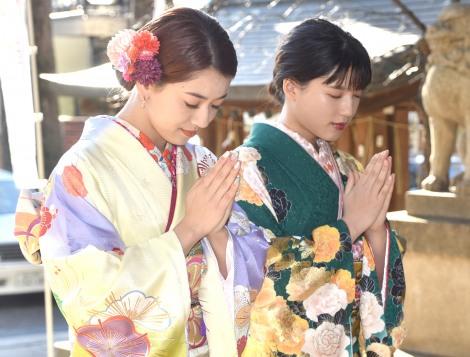 中目黒八幡神社に初詣に訪れた(左から)武部柚那、石井杏奈 (C)ORICON NewS inc.