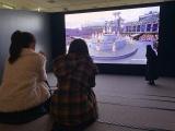 4Kライブ映像を鑑賞する(左から)堀未央奈、与田祐希、齋藤飛鳥(C)乃木坂46LLC