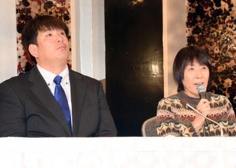 吉田沙保里さんの引退会見に駆けつけた(左から)兄・栄利さん、母・幸代さん (C)ORICON NewS inc.